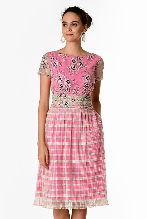 f9dcece6c6c7 Floral and crinkle check lace pleat waist dress